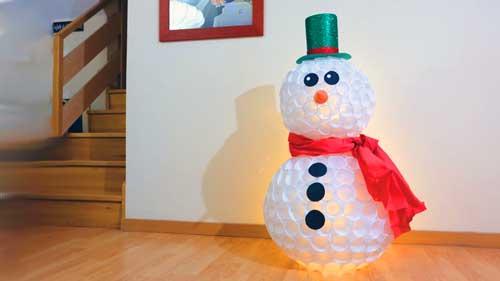 como hacer muñeco de nieve con vasos