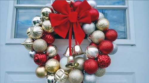 coronas navideñas con esferas