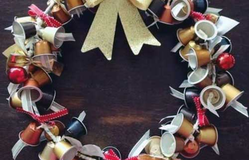 coronas navideñas en reciclaje